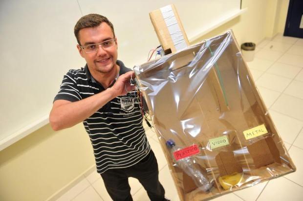 Carlos Henrique Corrêa tem 22 anos e elaborou esse projeto para facilitar a separação do lixo que vai para a reciclagem.