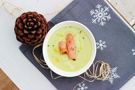 Noworoczna zupa krem z awokado z łososiem