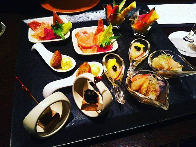 - - ステーションホテルの Bar Camellia - とってもオシャレで 上品なお味…✨ - な、オードブルでした💖 - - #食べるの好きな人と繋がりたい#とんかつ#グルメ#イタリアン#銀座#丸の内#八重洲#東京駅#ランチ#ブッフェ#ラーメン#インスタ映え#とんこつ#肉#東京カレンダー#ラーメン女子#東京ステーションホテル#東京駅#バー#bar#tokyostationhotel#Camellia#カメリア#カクテル#オードブル#フリーフロー#穏やか#バーデート#ワイン -