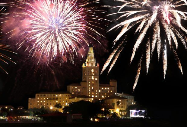 Best Places To Watch 4th Of July Fireworks In Miami Coral Gables Love Fun Places To Go 4th Of July Fireworks Fireworks