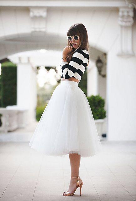Con una falda de tul de varias capas en blanco al estilo de las bailarinas y el top marinero estaremos Divinas