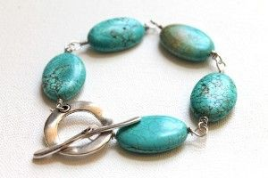Tired of your bracelets breaking at the slightest strain? Learn how to make the Chunky Turquoise Bracelet! You won't have to break the bank to create this organic and eye-catching DIY bracelet.