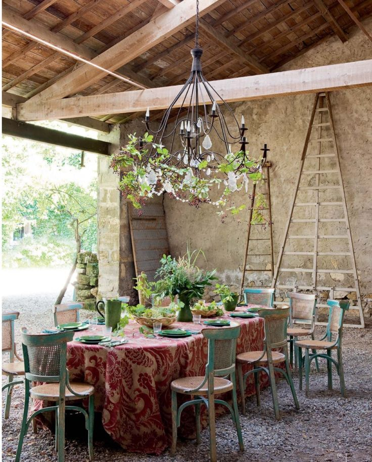 Rustic dining love the chandelier 723
