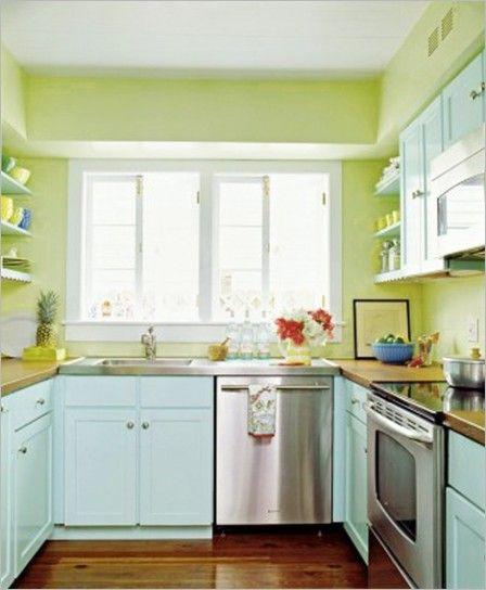 Nuance pastello per le pareti della cucina - Se avete una cucina azzurra potete mettere in risalto gli arredi con pareti in verde chiaro