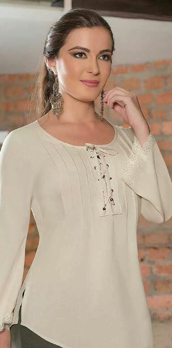 Es una blusa elegante y bien confeccionada.