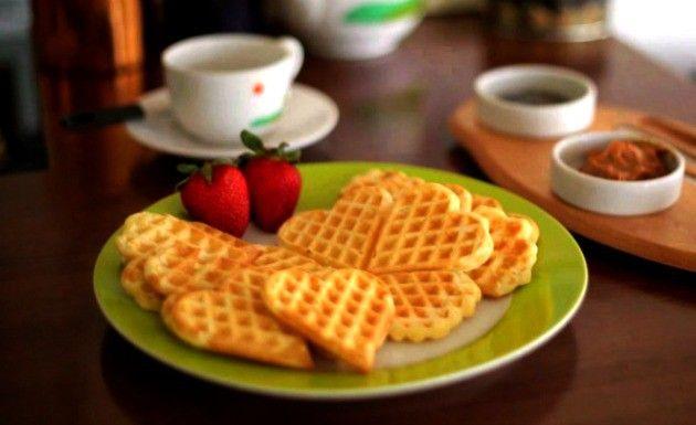 O waffle é uma massa de origem belga presente no café da manhã americano. A massa de waffle é simples de fazer e demora pouco tempo para ficar pronta.