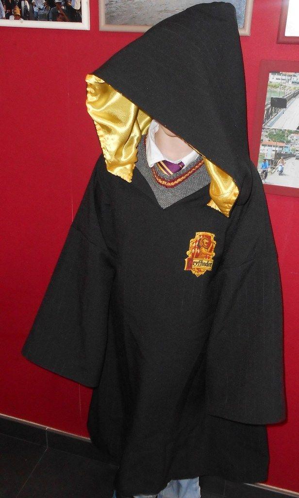 La cape Harry Potter fabriquée main pour Pablo. Le patron est disponible sur mon blog