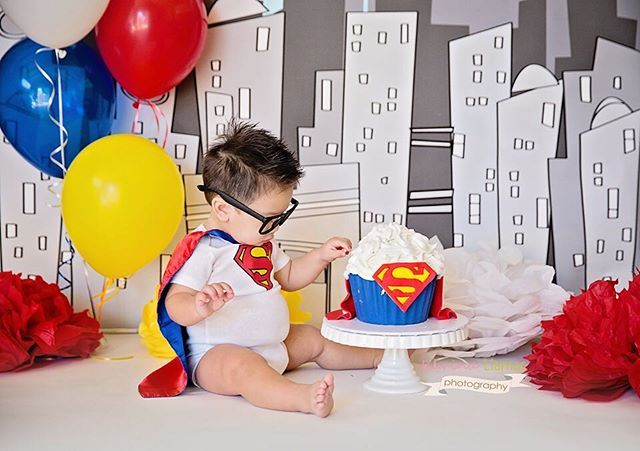 Such a good sport with his glasses on. Not a lot of toddlers leave hats or glasses on. I know mine don't! Lol  Cake by @sweetbakings #superbaby #superman #dccomics #karinallamasphotography #firstbirthday #cakesmash #cakesmashsession #childrensphotography