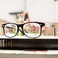 «Consejos de supervivencia para un #corrector de textos novato (o no)», por Ana Parrilla.  https://anaparrilla.com/2016/07/04/consejos-de-supervivencia-para-un-corrector-de-textos-novato/