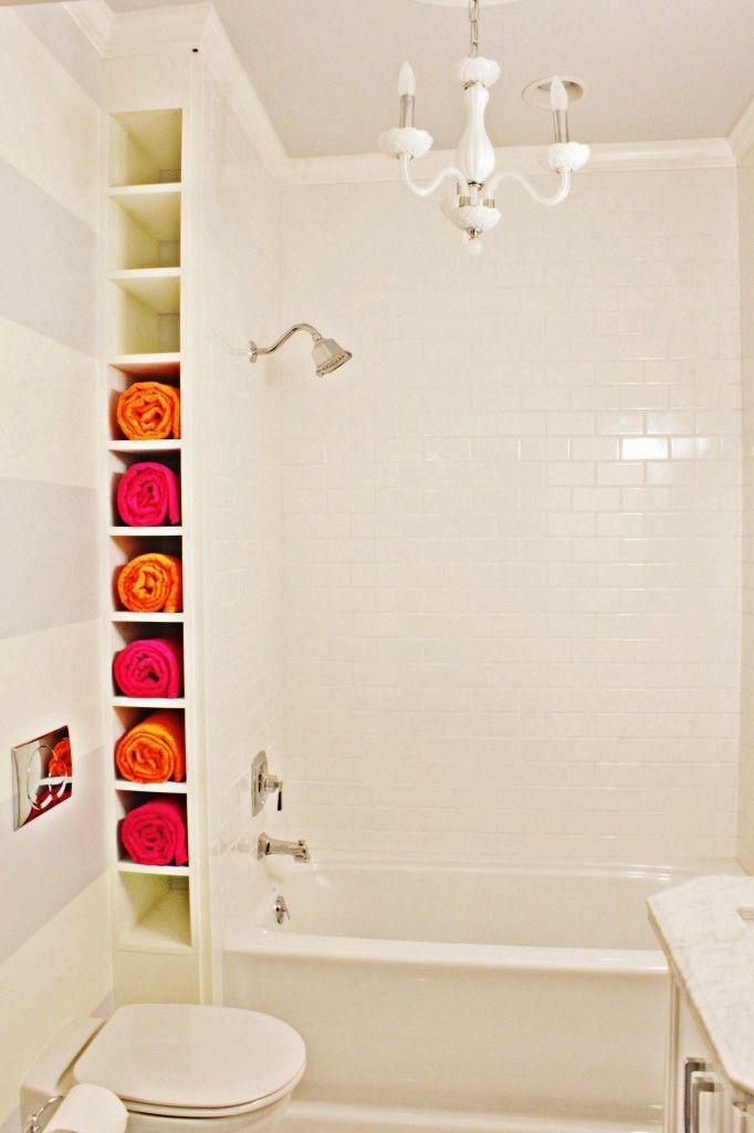 What A Great Idea For Finding Storage Space In A Tiny Bathroom And The Graphic Colourful Quality Of The Rolled Towels Adds House Renovation Ideas Bathr
