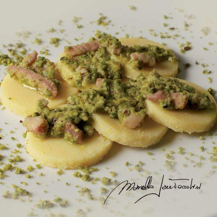 Primi piatti - Gnocchi di semolino in salsa di pancetta affumicata di maialino nero dei Nebrodi e pistacchi di Bronte