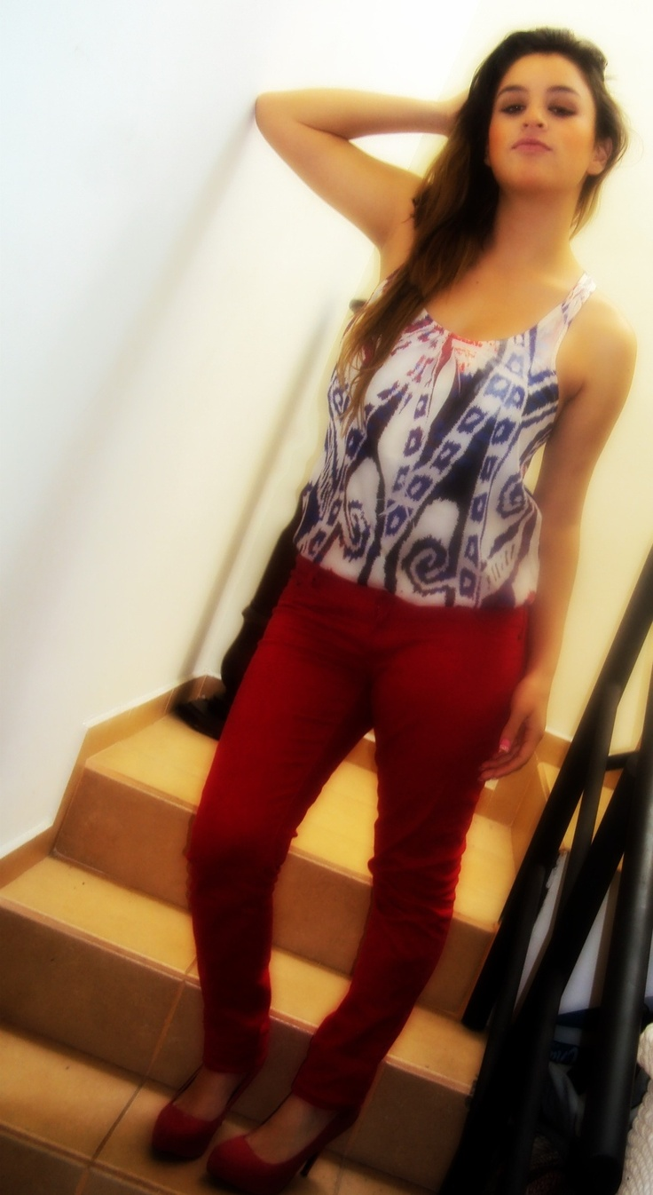 Red jeaans on http://chicisimo.com/fashion/outfit/red-191/#