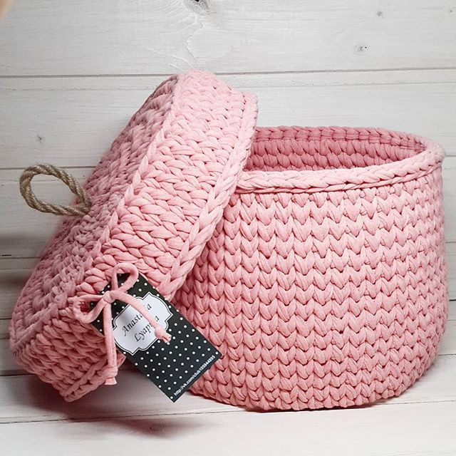 Yarn basket with lid