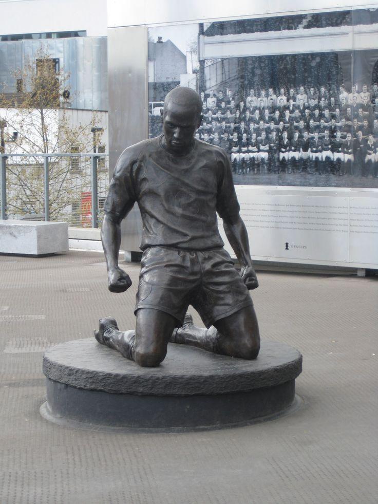 Thierry Henry Statue - Emirates Stadium
