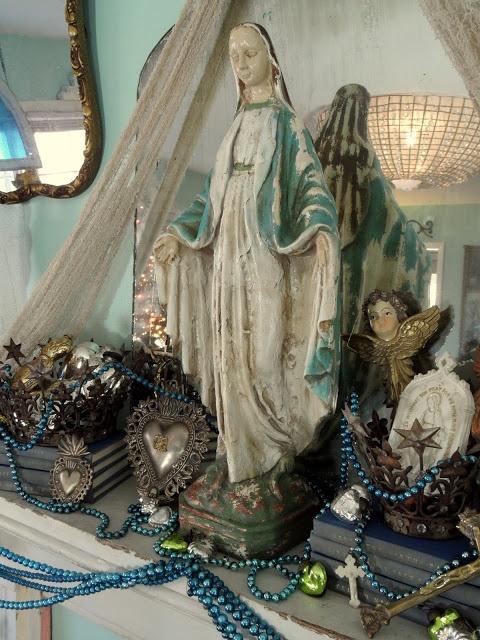 Shabby French Cottage: Christmas Mantel w/ Madonna