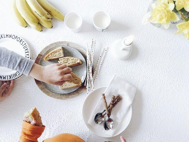 Auf der Mammilade-n-Seite des Lebens   Personal Lifestyle Blog   5 Lieblinge, Weisheiten und Wohneinblicke mit viel Weiß der Woche   Veganer, gesunder, zuckerarmer Bananenkuchen   Backen fuer und mit Kindern