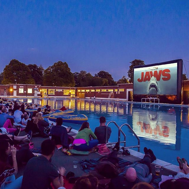 Dun dun... dun dun... Tonight is our first Jaws at Brockwell Lido screening - fav if you're lucky enough to have tickets! #brockwelllido #outdoorcinema #thelunacinema #jaws #london