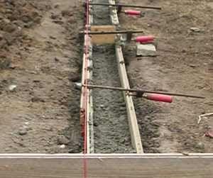 Streifenfundament richtig herstellen. Eine Beschreibung zum betonieren von Streifenfundamenten, hier als Unterkonstruktion für ein Gartenhaus