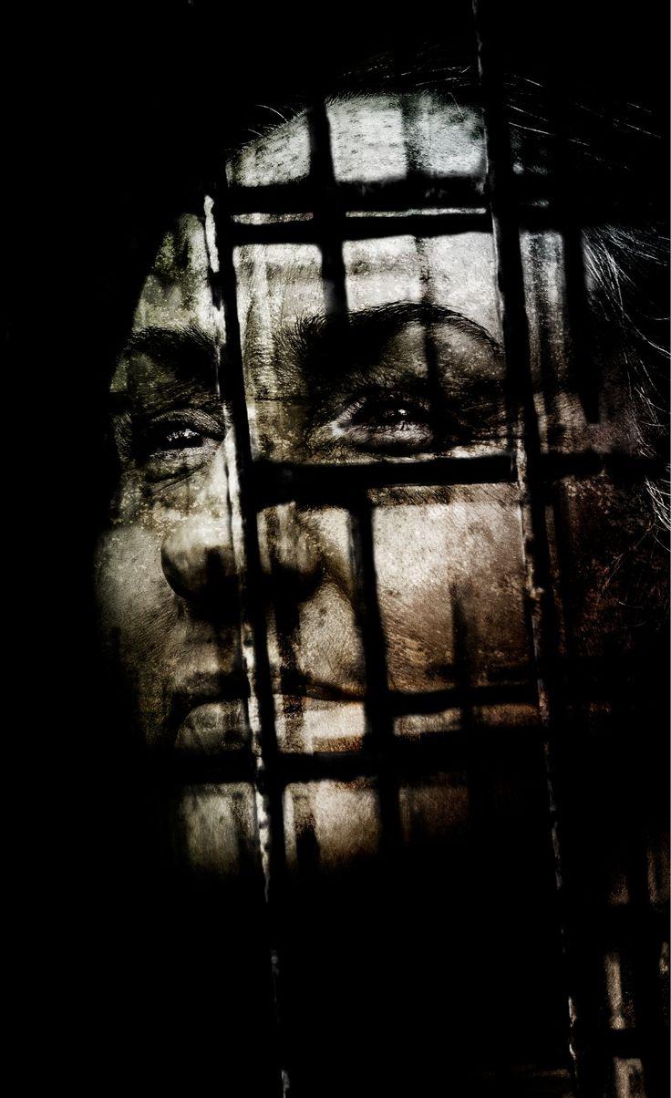 woman behind grid [105x172cm] · 20©09 svein rosseland www.sveinrosseland.com