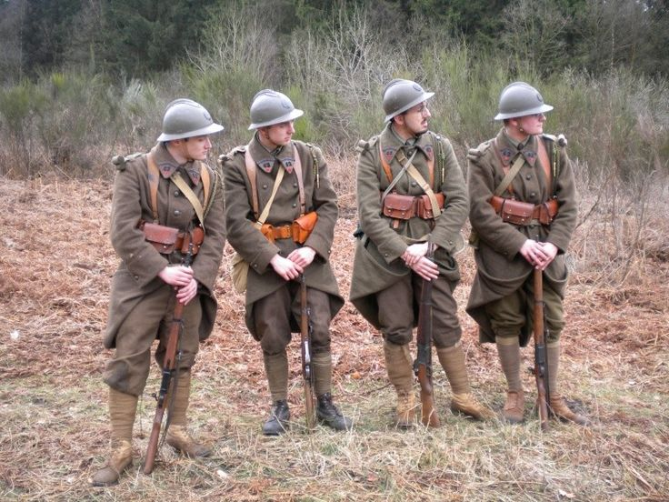 Merde brown uniforms must have been terrible for morale after the Horizon Blue of WWI. French Army 1940 Looks like reenactors - Google Search
