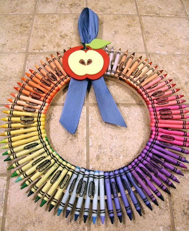 a simpler variation - using embroidery hoops: Teacher Gifts, Teachers Gift, Craft, School, Gift Ideas, Teachergifts, Teacher Wreath, Crayon Wreaths