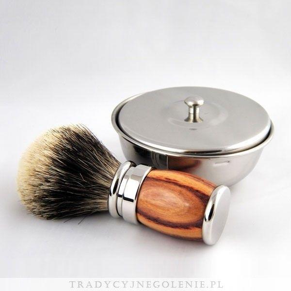 Mamy zaszczyt przedstawić Państwu najwyższej klasy pędzel Plissona z z rączką z drewna różanego z doskonałym włosiem Pure European White Badger. Maksimum elegancji.