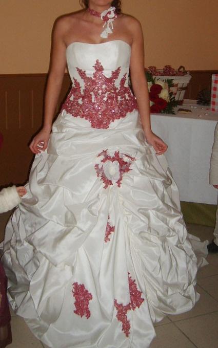 Robe de mariée bicolore ivoire et framboise avec jupon d'occasion