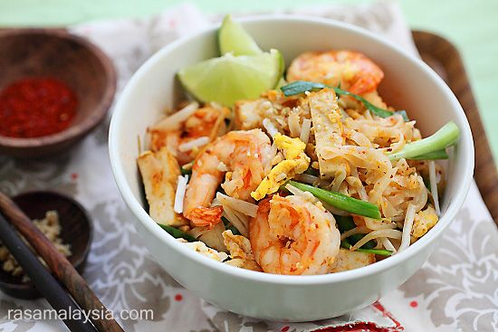 Shrimp Pad Thai on the Lighter Side - an amazing recipe from my friend Bee at @Rasa Malaysia!