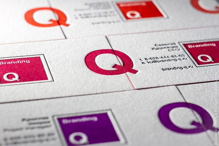 Карточки в едином стиле отличаются по цвету, а грани каждого тиража покрашены в цвет отпечатка. Если положить визитки рядом друг с другом, то создается паттерн из заглавной буквы названия компании.   #высокаяпечать #визитныекарточки #визитки #хлопок #600гр #мастерская #6hands #handmade #corporate #крашенные_края#давление #дизайн #премиум #premium #визитка #letterpress #impression #businesscards #edgepainting