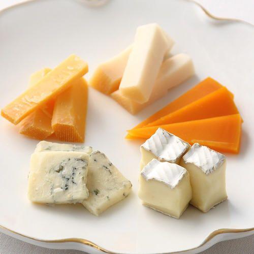 マイルドで食べやすい山羊乳のチーズ「ベームスターゴート」、オランダ王室御用達ベームスターチーズの18カ月熟成「ベームスタークラシック」、クリーミーなチーズ「ブリー」、からすみのような風味の「ミモレット6カ月熟成」、世界三大ブルーチーズの「ゴルゴンゾラドルチェ」のチーズセット。
