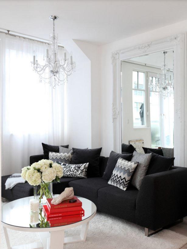 Sofá preto como coringa na decoração da sala