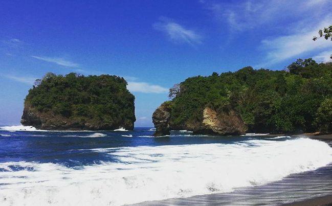 """Harga Tiket Masuk Pantai Licin Malang """"Wisata Terbaik Jawa Timur"""" - http://www.bengkelharga.com/harga-tiket-masuk-pantai-licin-malang-wisata-terbaik-jawa-timur/"""