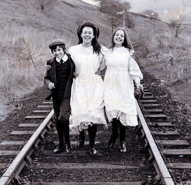 Gary Warren, Jenny Agutter & Sally Thomsett on the set of The Railway Children, 1970