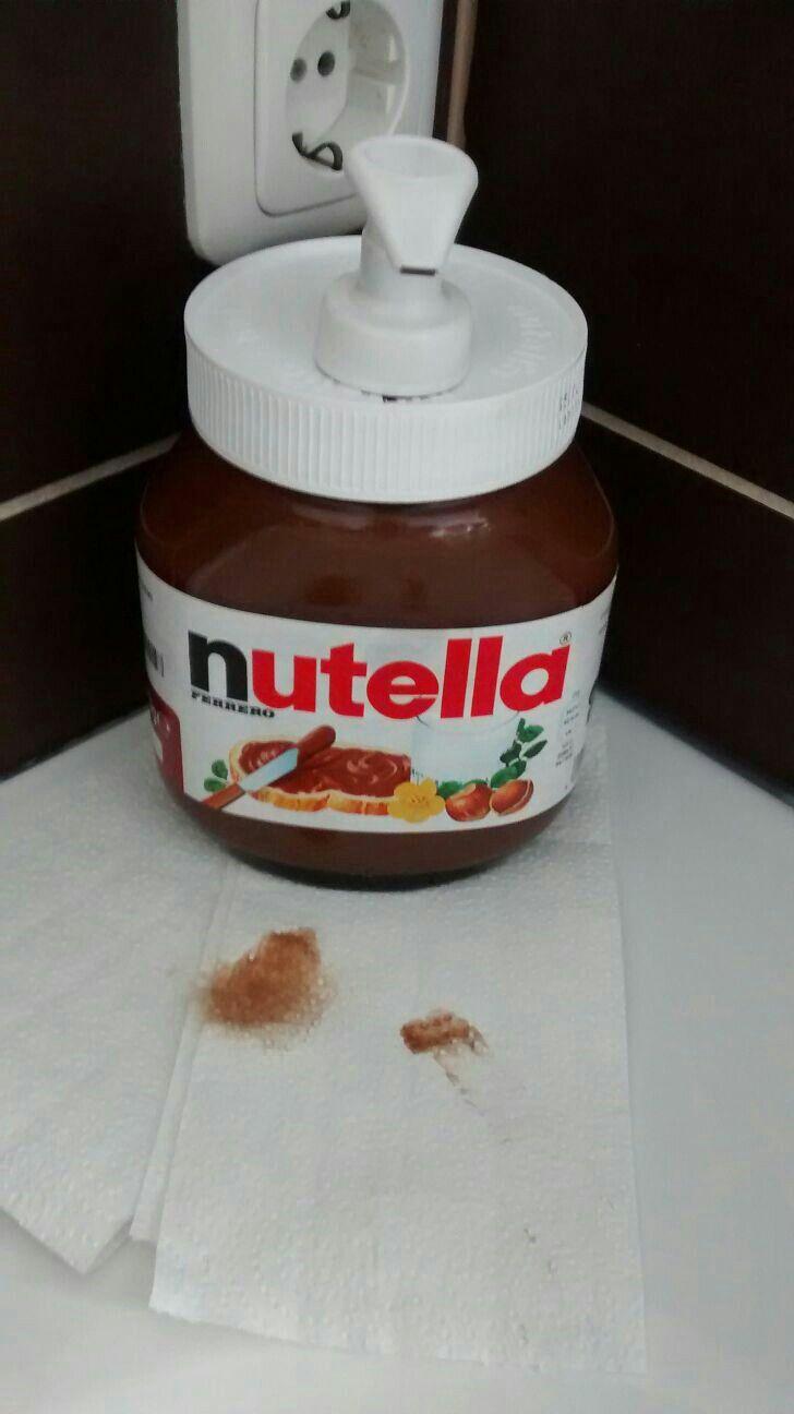 Für die nutella seife: Geruchsneutrale, weisse Seife Back-Kakao (ca. 1-2 Esslöffel) Wie? 1. Die Zutaten vermischen 2. Das nutella Glas aushüllen 3. Das Etikett mit durchsichtiger Klebefolie umhüllen damit es vor Wasser, etc. geschützt ist 4. Ein Loch in den vorderen Bereich des nutella-Deckels einstechen, so dass der Seifenspender durchpasst