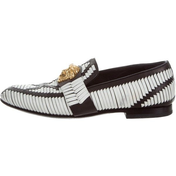 Pre-owned Versace Medusa Leather Loafers ($795) ❤ liked on Polyvore featuring men's fashion, men's shoes, men's loafers, white, mens leather loafers, versace mens shoes, mens leather loafer shoes, mens round toe dress shoes and white loafers mens shoes