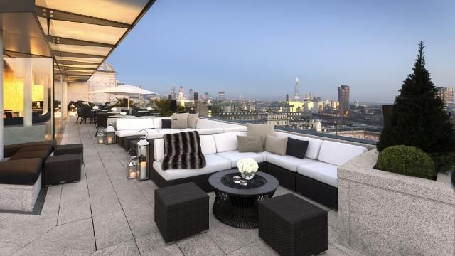 Sip your favourite cocktails and take in the breath-taking views of London's spectacular skyline from this classy rooftop cocktail bar in Covent Garden.