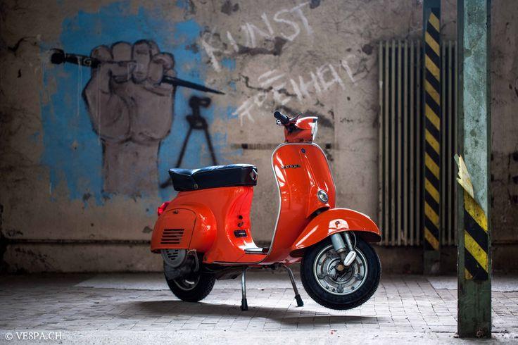 Vespa Primavera 1975 with real 5'950 Km, im O-Lack, in original Paint condition