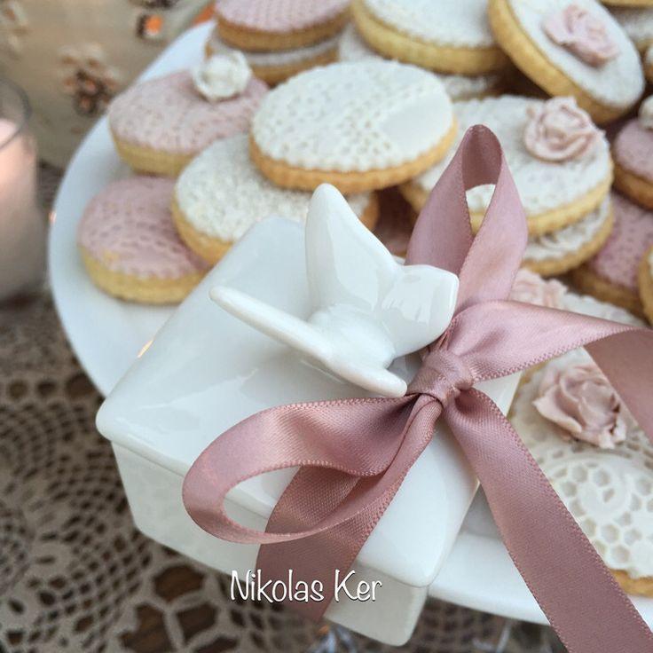 Πορσελάνινη μπομπονιέρα γάμου. Wedding A&A  Decoration, flowers, favors by Nikolas Ker