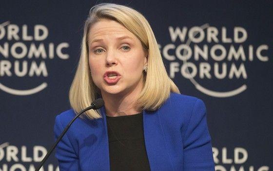 A executiva-chefe do Yahoo!, Marissa Mayer, discursa durante o Fórum Econômico Mundial em Davos, na Suíça. Evento é realizado anualmente e reúne líderes da economia mundial, como economistas, empresários e autoridades monetárias (Foto: AP Photo/Michel Euler)