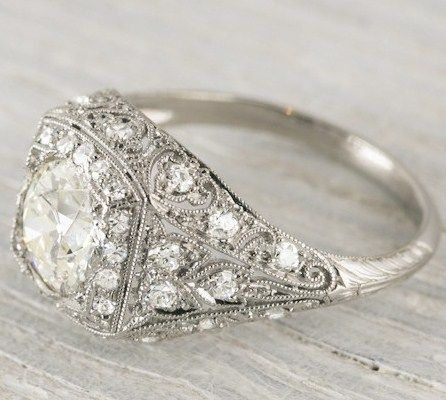 I adore this vintage wedding ring. I'm finding myself loving the vintage looks a lot here lately.