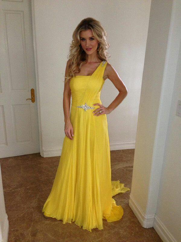 joanna krupa - yellow