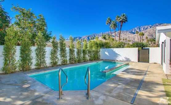 Quintessential California | 1070 South Calle Marcus, Palm Springs, CA - $959,000. View details, map and photos of this single family property with 3 bedrooms and 3 total baths. MLS# 216037634.