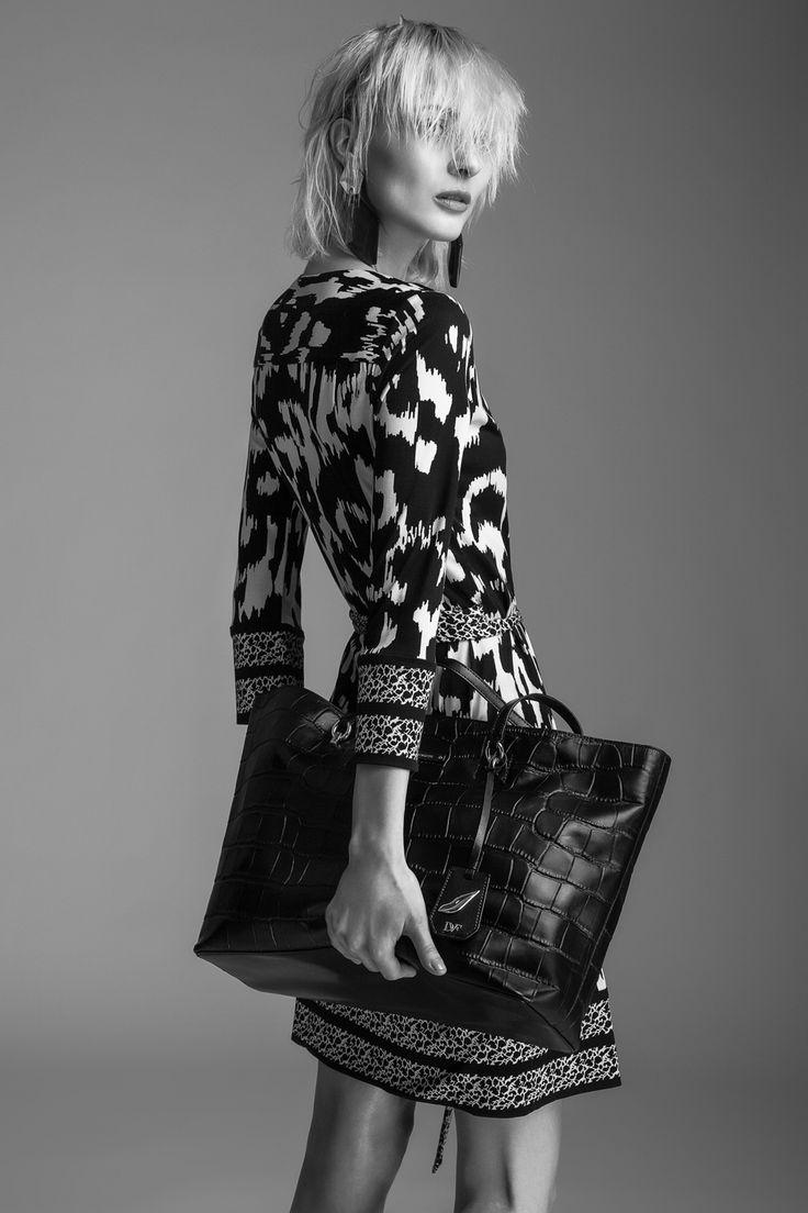 Dress Diane von Furstenberg, 14 790 CZK Handbag Diane von Furstenberg, 9590 CZK Earrings Monies, 4090 CZK