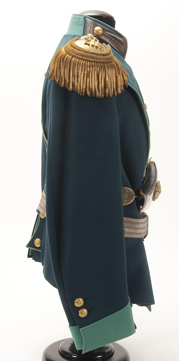 Right side view of an Imperial Russian uniform of the Commander of the 2nd Frontier Guard Regiment, circa 1910. Formerly the property of Colonel Adolf Edwardich Gahlnbeck Made of blue wool double breasted tunic with green collar, cuffs and piping. Collar and cuffs with gold bullion Litzen and buttons on a blue field. Left chest with tailored hole for award. Reverse has piped false pocket flaps with buttons.