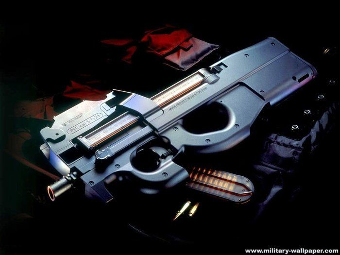 FN P90 ベルギーのFN社が開発したPDW。ブルパップ方式で初速が高く150m先のボディアーマーを貫通する。装弾数は50発と多いが弾倉が特殊な形状の為、迅速な弾倉交換は難しい