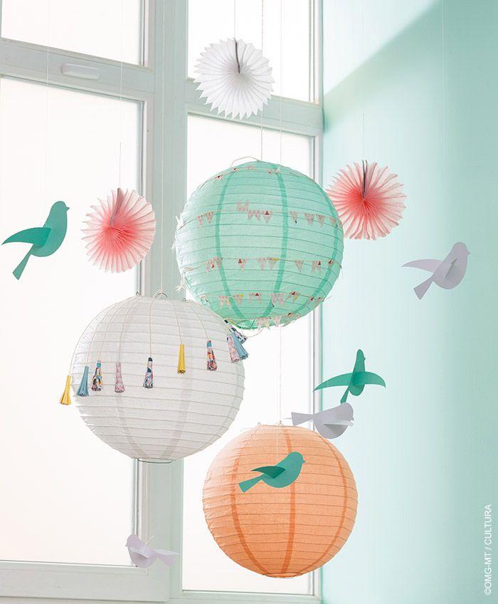 Les lampions se mêlent aux oiseaux de papier pour donner de la légéreté à votre Déco.