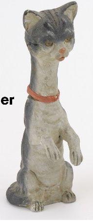 """Лот 326: Длинные шеи Кот конфеты контейнер Немецкий, окрашенные состав, необычная форма Хэллоуин конфеты кошка контейнер с удлиненным горлышком и передними лапами очень напоминающих те кролика Размер: 7 """"т."""