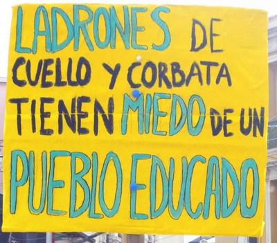 """""""Ladrones de cuello y corbata... tienen miedo de un pueblo educado."""" #DomimgoDeLuto"""