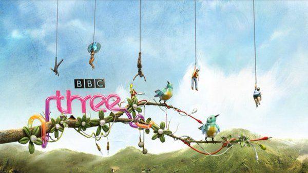 BBC da el primer paso hacia el futuro de la TV sólo online   BBC se carga Three y lo convierte en un canal 100% para su emisión online.  A lo mejor decir que la TV está muriéndose es comprometerse a un futuro en que muchas regiones locales todavía no disponen de conexión a internet de alta velocidad en muchas regiones de Europa pero se están dando pasitos para que así sea. Conforme pase el tiempo la TV tradicional tal como la conocemos va a morir.  Los jóvenes ya están haciendo su propia…