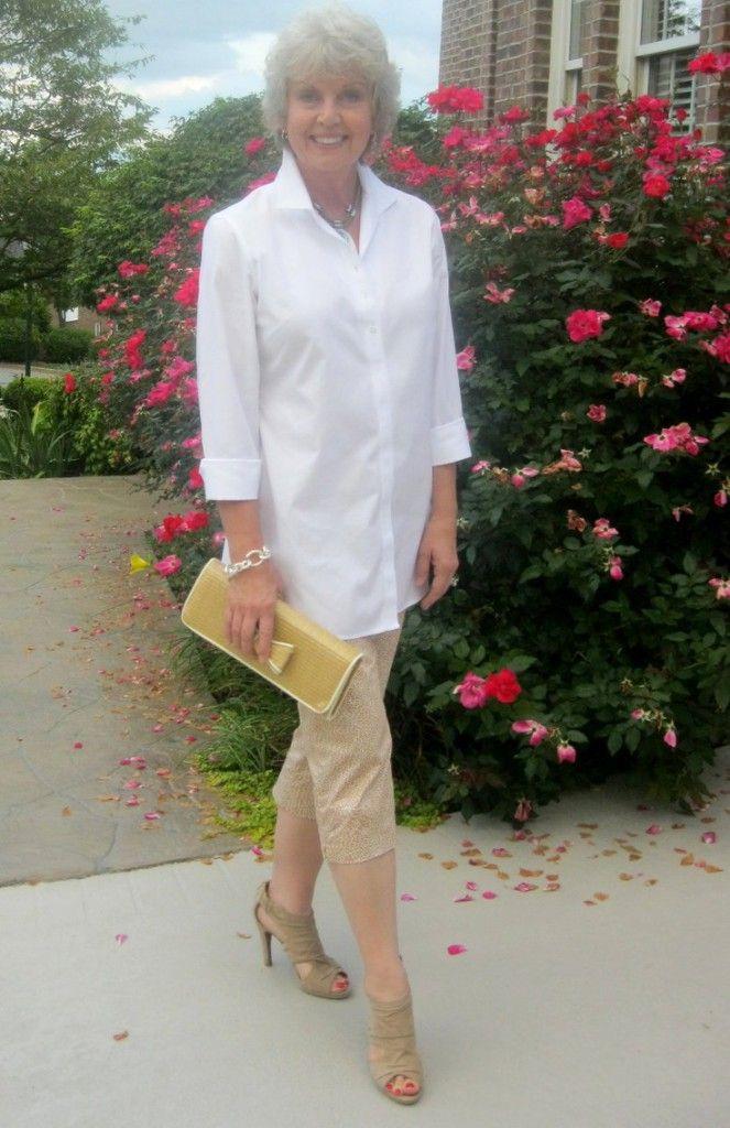 A camisa branca é uma peça essencial no guarda-roupa feminino. Clássica como o jeans e o pretinho básico, a...